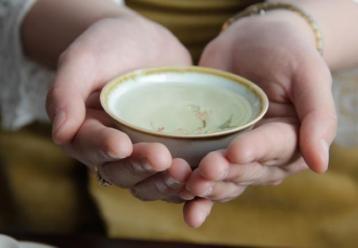 福鼎白茶茶汤展示图|白牡丹茶 老白茶