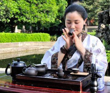 茶道礼仪图片:闻香图片