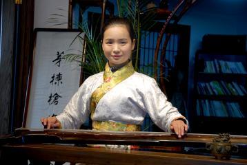 茶艺师古琴表演图片|茶艺美女图