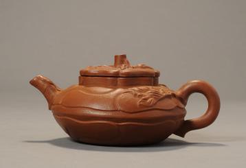 第一个制作紫砂壶的女艺人:杨凤年