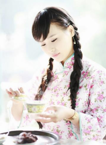少女品茶图|盖碗品茶图