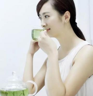 美女喝茶图片