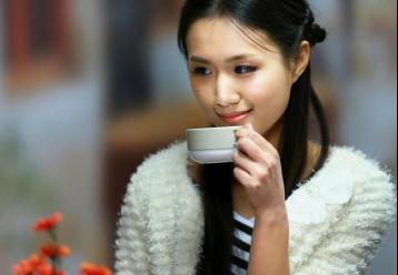 品味红茶|品茶图